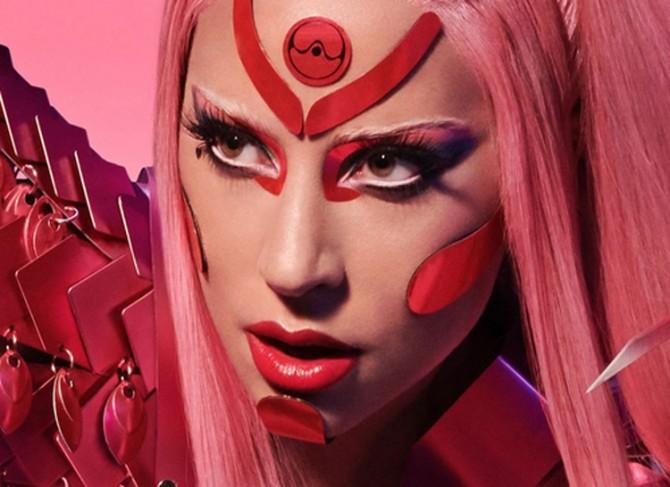 Леди Гага лично отвозит свой новый альбом ритейлерам