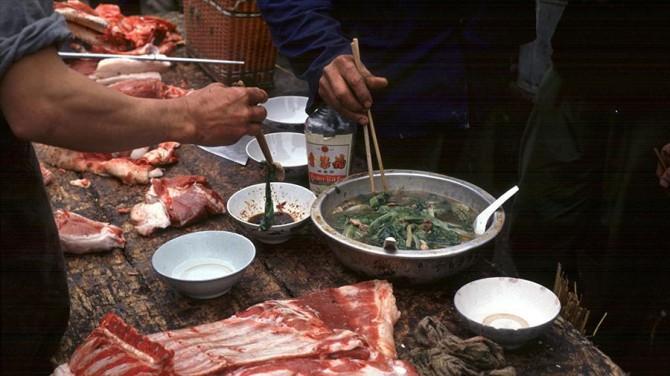 Китай заявил, что распространение коронавируса началось не с рынка в Ухане