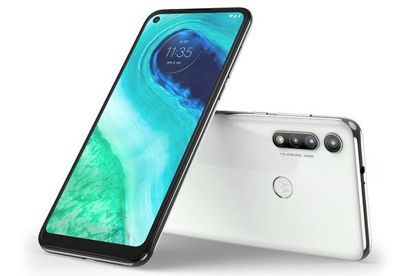 Motorola представила недорогие смартфоны Moto G Fast и Moto E