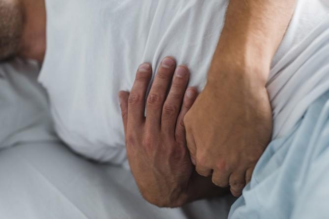 Врачи назвали внешние симптомы, указывающие на болезнь печени