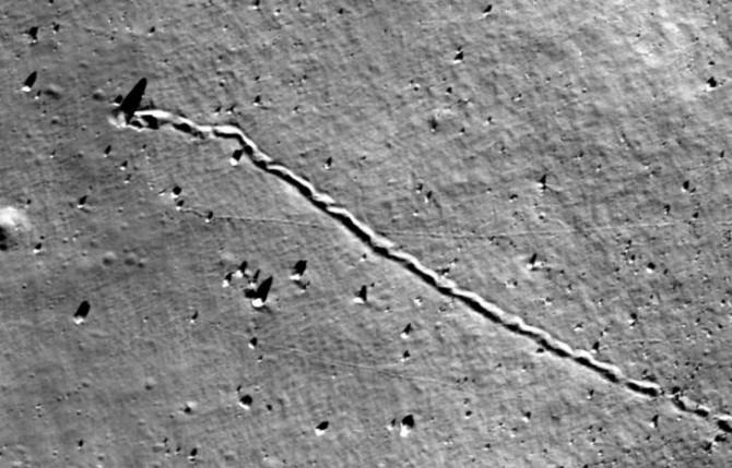 Найдена причина лунных камнепадов