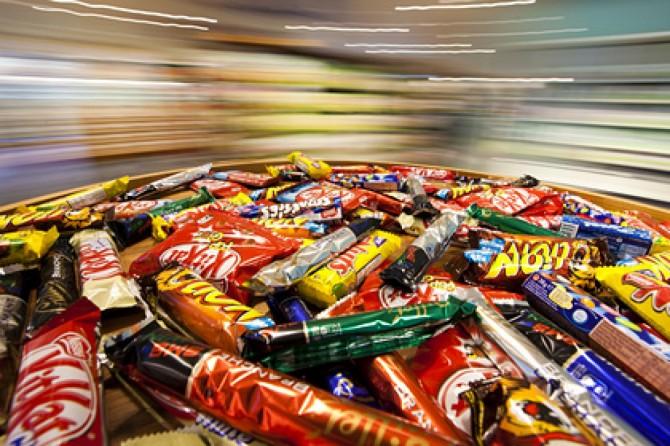 В США вор ограбил магазин конфет и оставил следы из карамели