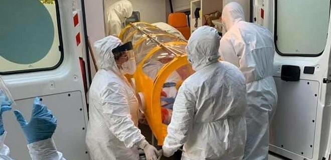 В Украине за сутки больше чем 900 человек заболело коронавирусом