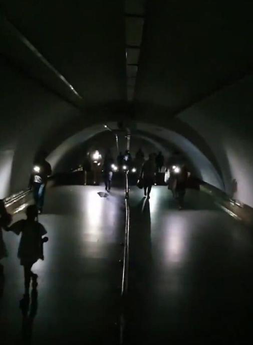 Вчера из-за аварийного отключения в Киеве без света остался метрополитен (ФОТО)