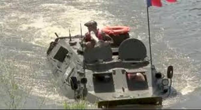 Рыба ударила по лицу министра обороны Молдовы (ВИДЕО)