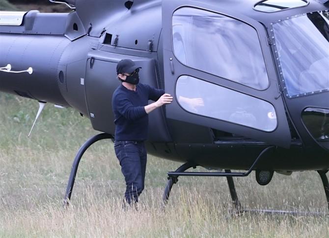 Том Круз летает на обед на частном вертолете