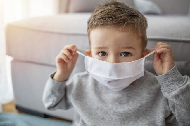 ВОЗ назвала возраст детей, когда можно надевать защитную маску