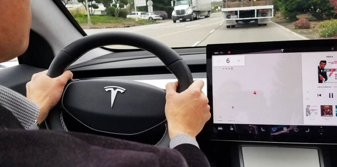 Немецкий суд лишил водителя прав из-за электромобиля Tesla Model 3