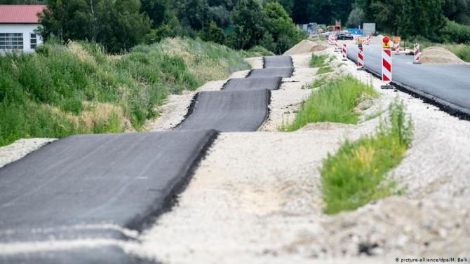 Баварцы построили кривую дорогу вместо ровной