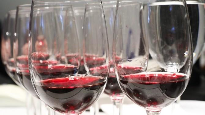 Канадские ученые обнаружили облегчающий COVID-19 антиоксидант в вине