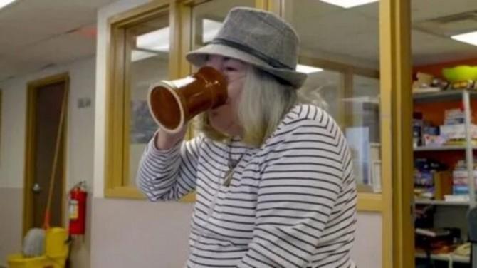 В шотландском городе бездомных алкоголиков будут бесплатно лечить спиртными напитками