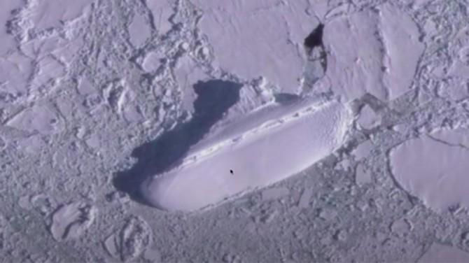 Таинственный «ледяной корабль» обнаружен у берегов Антарктиды