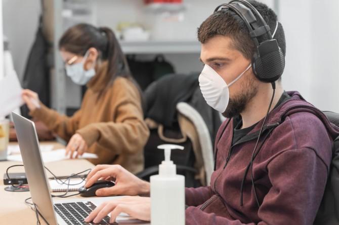 Ученые назвали оптимальные условия выхода на работу после пандемии COVID-19