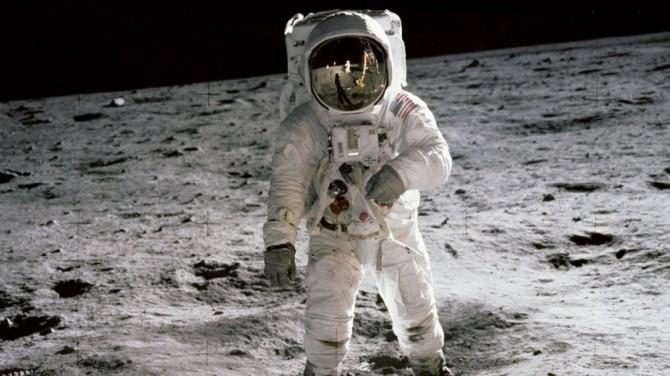 В NASA планируют отправить на Луну женщину-астронавта