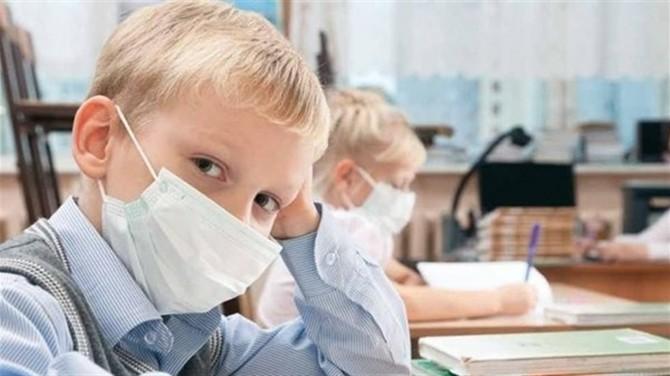 Степанов рассказал, сколько масок в день нужно ребенку в школе