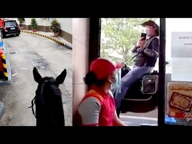 Мужчина заявился в фастфуд верхом на лошади (ВИДЕО)