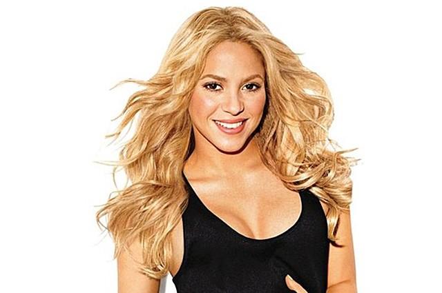 Певица Шакира надела платье с экстремальным разрезом