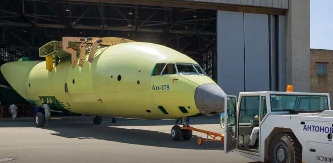 В Киеве выпустили первый крупный самолет за пять лет