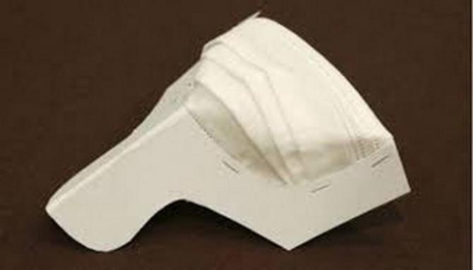 Японские ученые изобрели новую медицинскую маску в виде веера