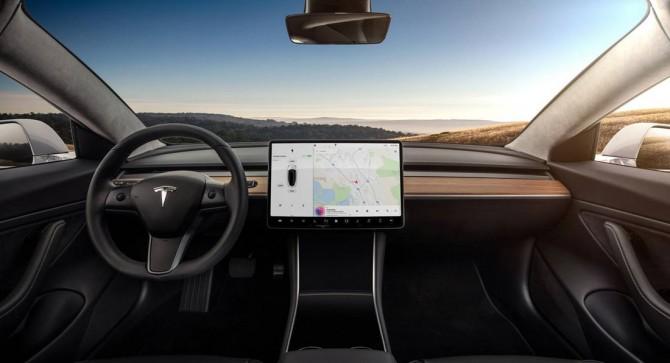 Автопилот Tesla научили распознавать дорожные знаки
