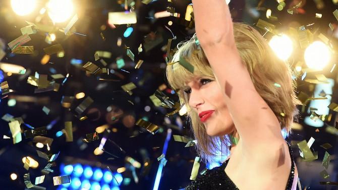 Тейлор Свифт повторила успех Уитни Хьюстон в чарте Billboard 200