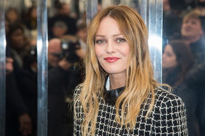 Ванесса Паради очаровала гостей кинофестиваля точеной фигурой в романтичном платье