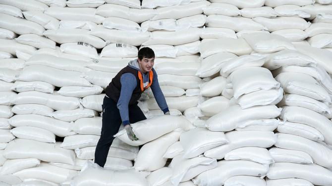 Украинские сахзаводы резко повысили отпускные цены на сахар