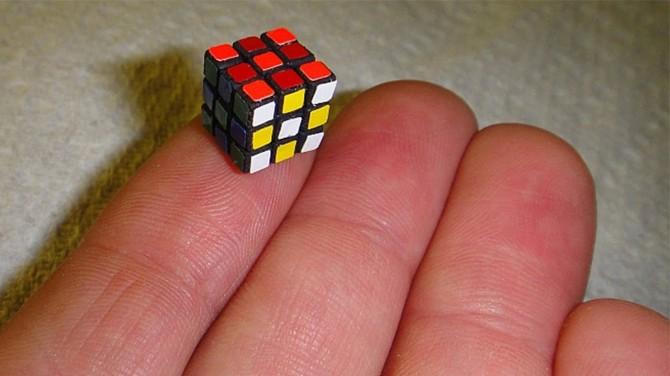 Самый маленький в мире кубик Рубика создали японские инженеры