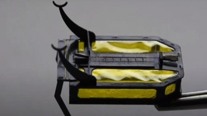 Американцы создали миниатюрного робота-скарабея, работающего без батарей (ВИДЕО)