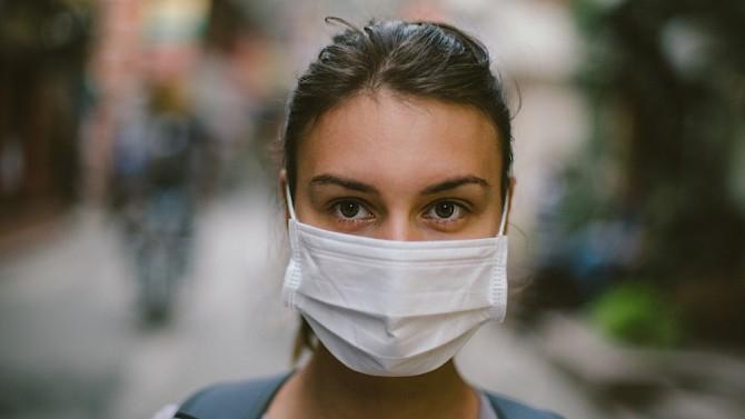 Ученые обнаружили фатальную уязвимость медицинских масок осенью