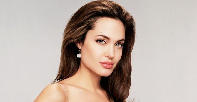Анджелина Джоли сыграет заботливую жену в новом фильме