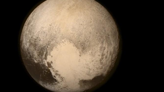 На Плутоне заметили горы, покрытые ледяными шапками