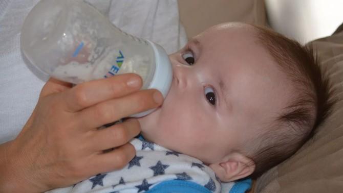 Ученые выяснили, что детские бутылочки выделяют миллионы частиц микропластика