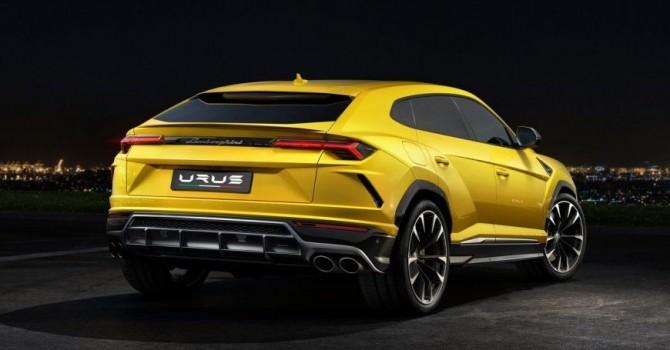 Гонщик Стиг из Top Gear показывает, на что способен Lamborghini Urus (ВИДЕО)