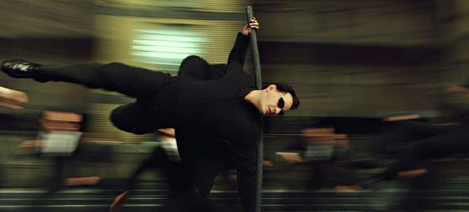 Киану Ривз побрился налысо для съемок в новой части «Матрицы»