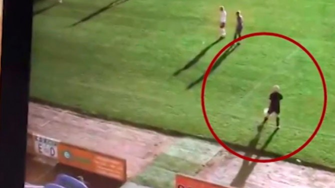 «Умная» камера в ходе трансляции матча в Шотландии приняла лысину судьи за мяч