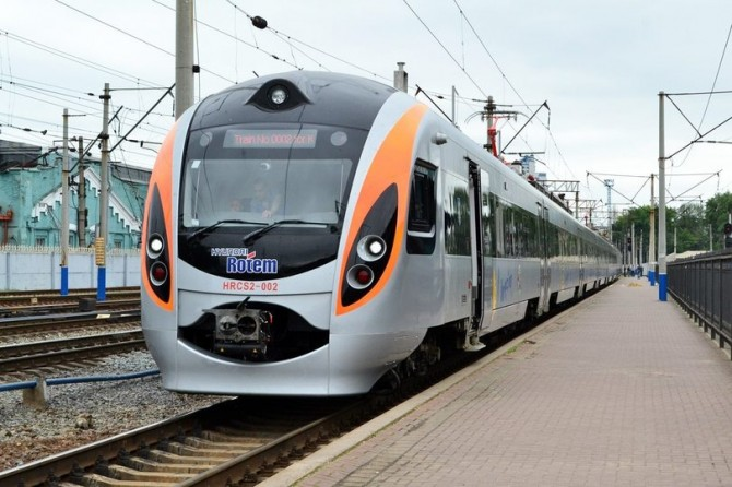 Укрзализныця с 1 ноября снизит стоимость билетов на поезда Интерсити