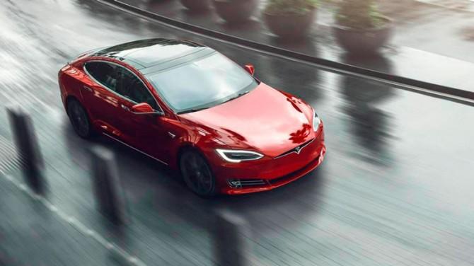 Автомобили Tesla получат модем 5G и режим точки доступа