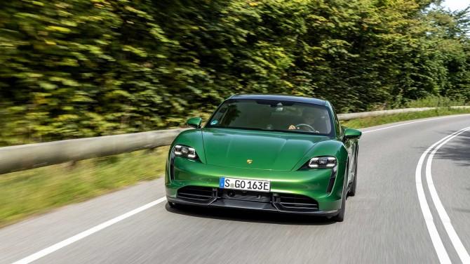 Нико Росберг показал на видео возможности электромобиля Porsche Taycan
