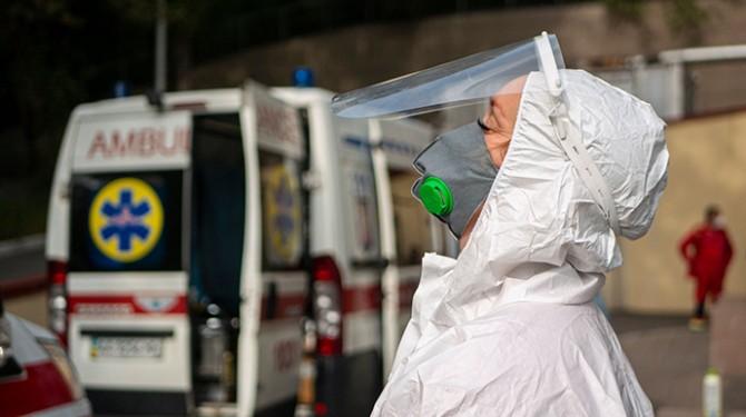За сутки в Украине выявили более 10 тысяч новых случаев COVID-19