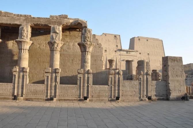 Ученые воссоздали первоначальные цвета «астрономического» потолка храма Эсна