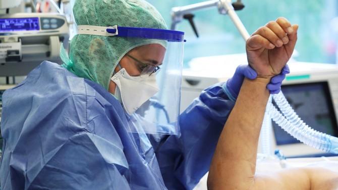 Ученые сообщили о воздействии коронавируса на молодых людей