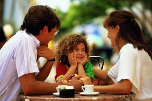 Разговоры с ребенком формируют схемы его мозга
