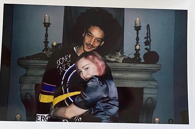 Мадонна поделилась редкими кадрами с шестью детьми и молодым бойфрендом