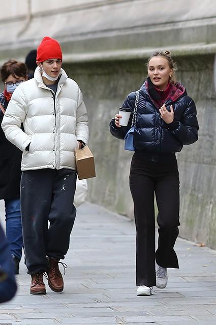 Лили-Роуз Депп была замечена на шопинге в Париже