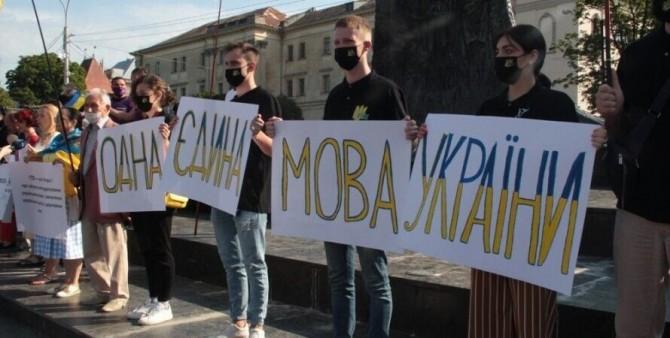 С января сфера обслуживания должна перейти на украинский язык