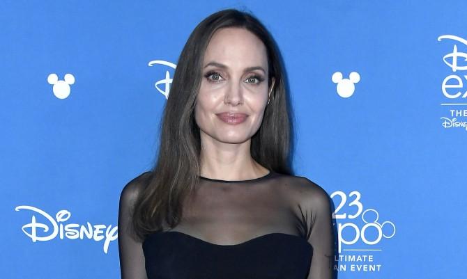 Анджелина Джоли надела сапоги, которые нельзя носить девушкам с худыми ногами