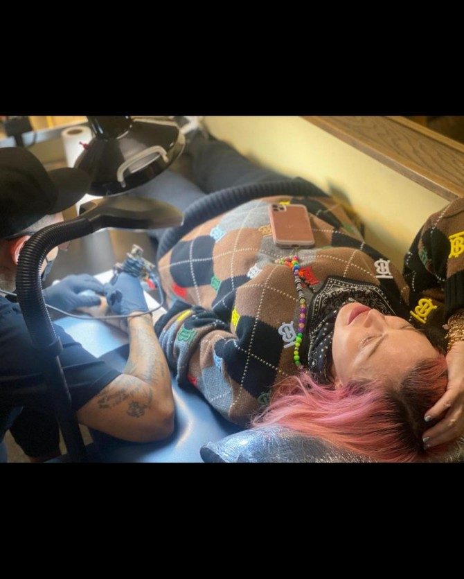 Мадонна сделала первую в жизни татуировку