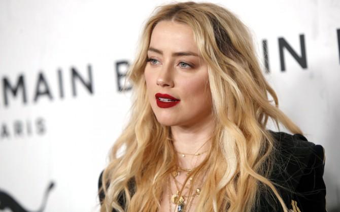 Эмбер Херд заявила, что Джонни Депп изменял ей с Джоли и Найтли