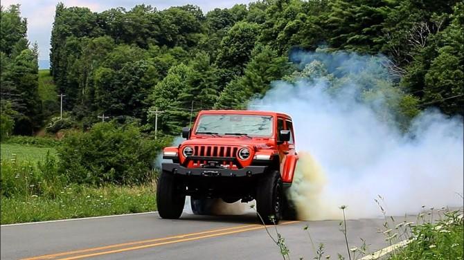 Двухдверный Jeep Wrangler выдает 808 «лошадей» (ВИДЕО)